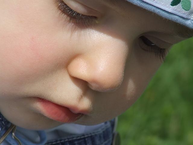 toddler face-1083866_640
